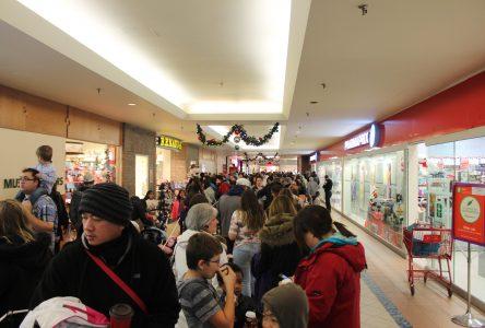 Santa's arrival draws hundreds to Carrefour de L'Estrie