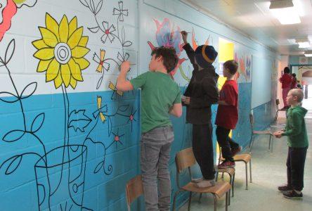 Heroes' students create mural depicting their heroes