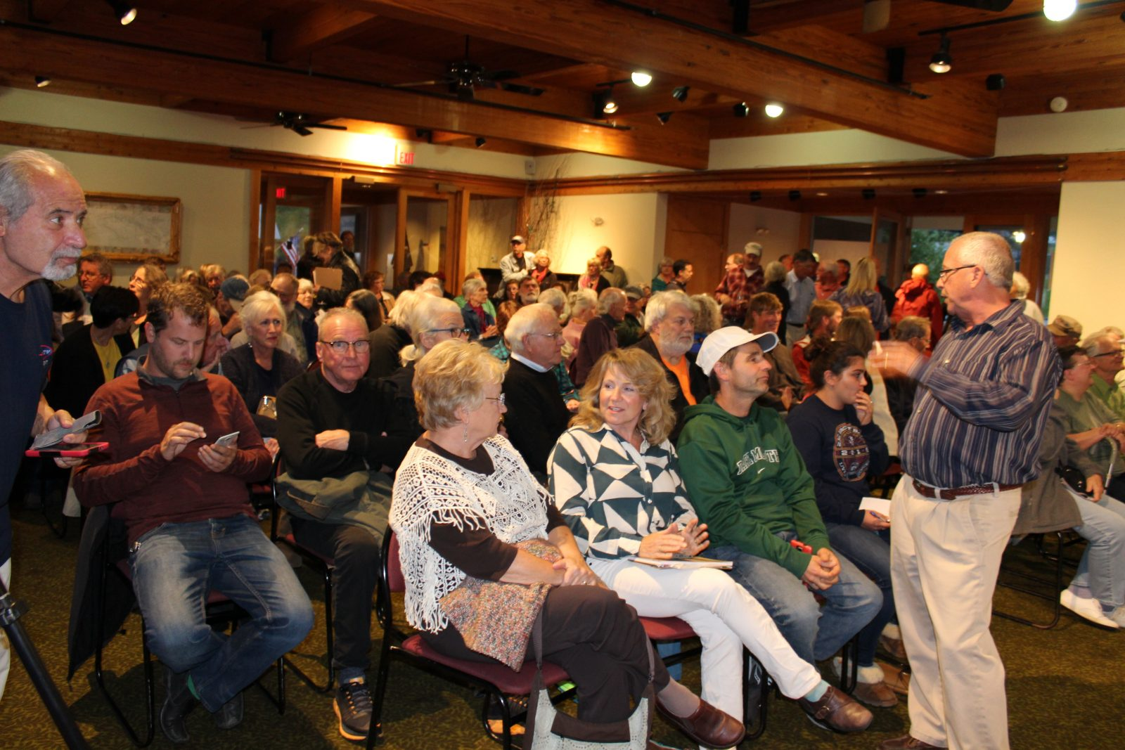 International crowd disapproves of lakeside dump expansion