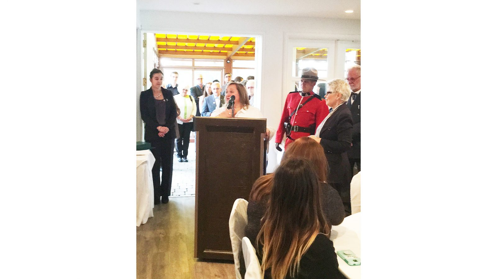 Paradis honours community leaders