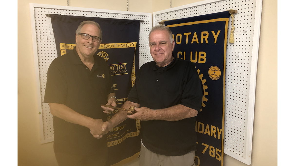 Boundary Rotary Club changes presidents, hands out scholarship
