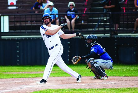 Expos down Beavers, lose to Cascades