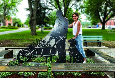 Valcourt erects statue in honour of former mayor